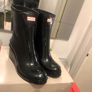 Hunter Boot - Black Mid Wedge Rubber Boots